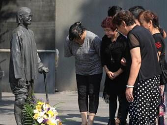 南京市民赴纪念馆祭拜纪念九一八事变