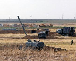土耳其在紧邻伊拉克边境军演