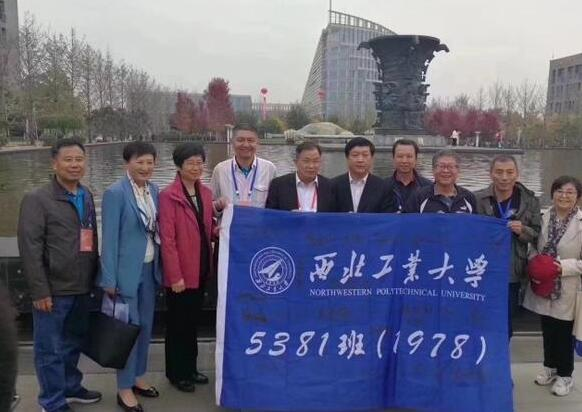 撑起中国天空的一个班.jpg