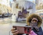 纽约喷泉都冻得结冰了.jpg