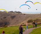 滑翔伞借风起飞.jpg