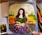 女子在面包上作画.jpg