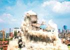 武汉一幢居民楼整体爆破