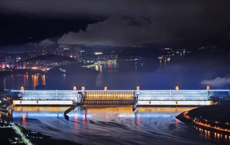三峡大坝整体亮灯