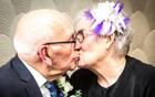 英最年长新婚夫妇.png