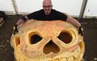 巨型南瓜灯雕刻