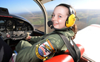 英国最年轻飞行员.jpg