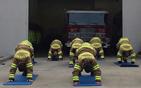 消防员集体练瑜伽