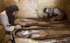 埃及现多个古墓穴.jpg