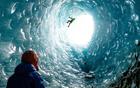 蓝冰穴似海浪冻结.jpg