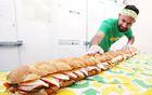 1.8米长巨型三明治.jpg