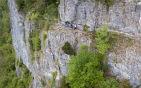 悬崖边上惊险穿越.jpg