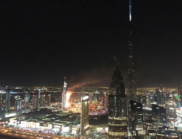 迪拜世界最高楼附近一酒店突发大火致1死16伤