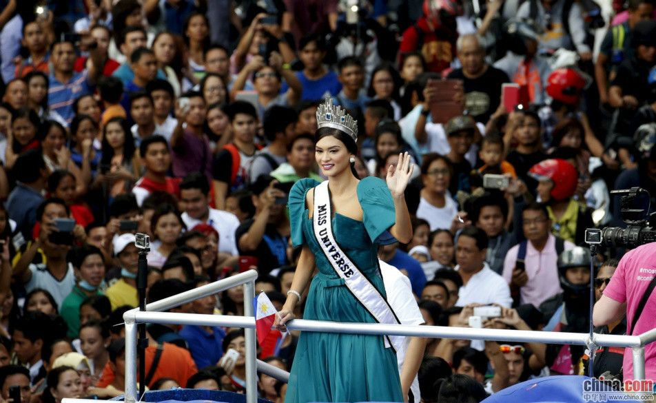菲律宾环球小姐冠军归国 万人追捧场面震撼(高清组图)