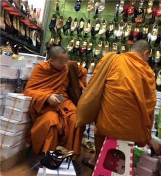 泰国小和尚试穿高跟鞋 网友:惊呆了(图)