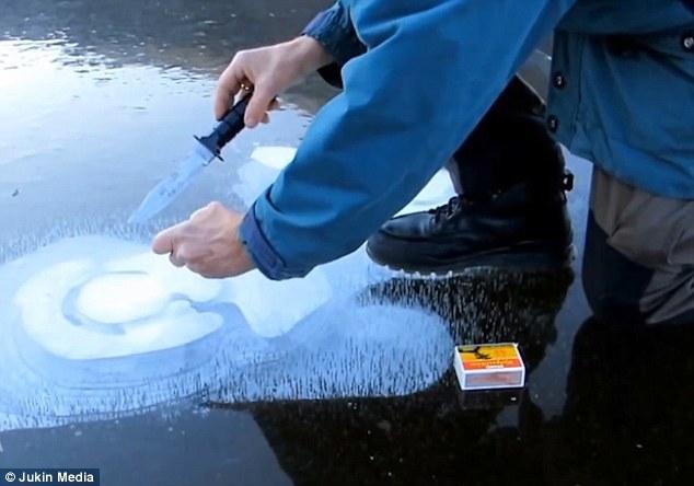 挪威男子成功冰面点火:火力仅够烧开一壶水