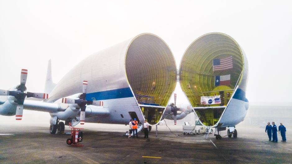 """美国""""超级古比鱼""""飞机运送猎户座太空飞船(高清)"""