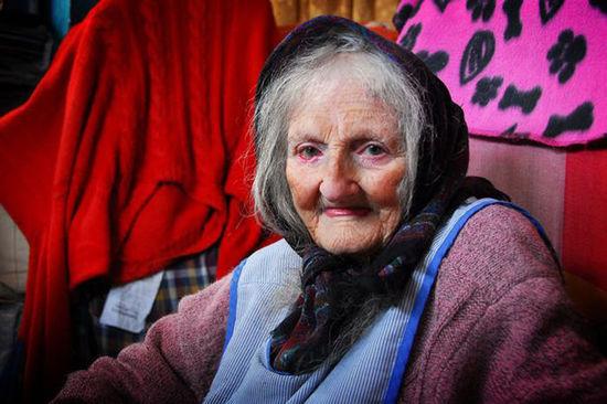 英国87岁老奶奶因收藏品太多要被赶出家门(图)