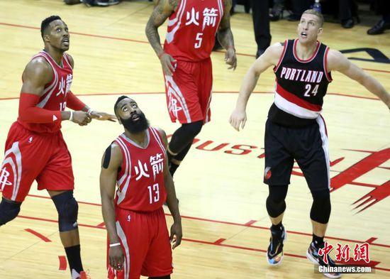 NBA火箭队穿中文球衣亮相 迎中国农历新年(图)