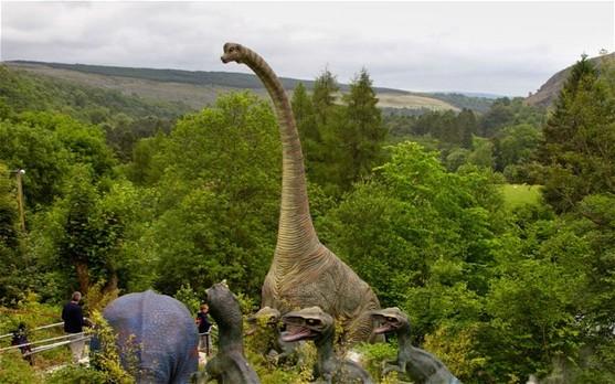 英智库:2050年英国人人都是土豪 恐龙重现地球