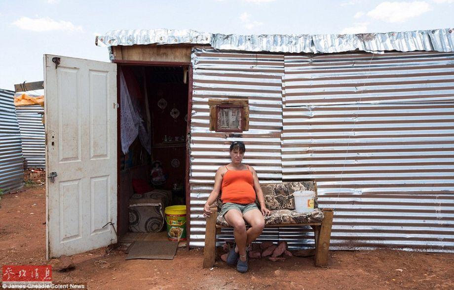 失业与贫穷:探访南非白人棚户区 每月生活费280元(高清)