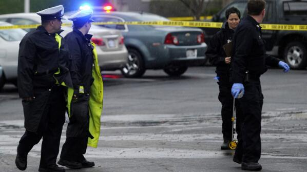美国堪萨斯州一男子枪击致2死3重伤后被击毙