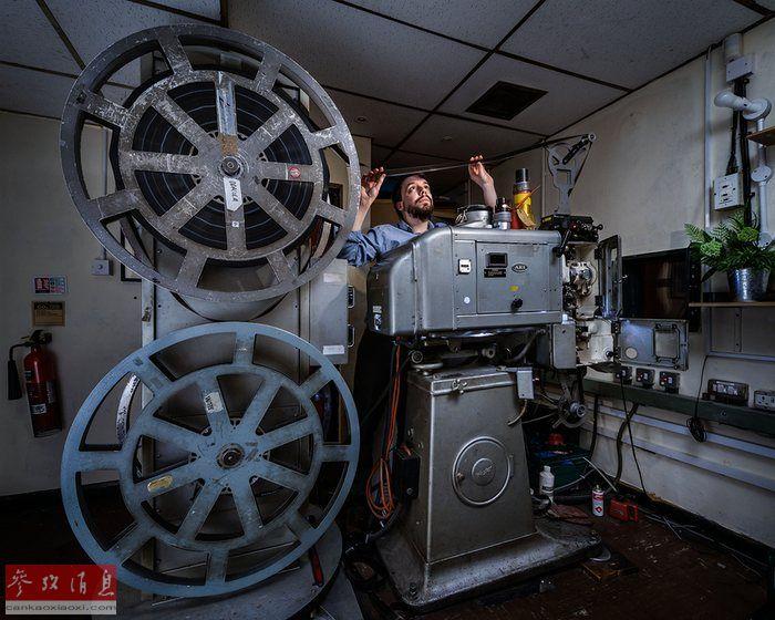 消失中的行业:镜头下的电影放映员