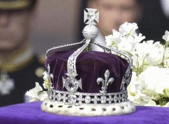 度要求英国归还女王王冠巨钻图片