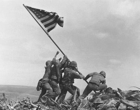 日媒:二战经典插旗照被疑摆拍 美海军展开调查