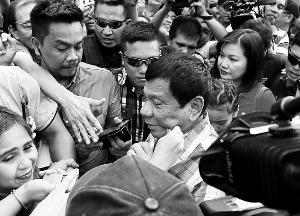 """菲律宾大选举行 菲版特朗普""""喷""""向总统府"""