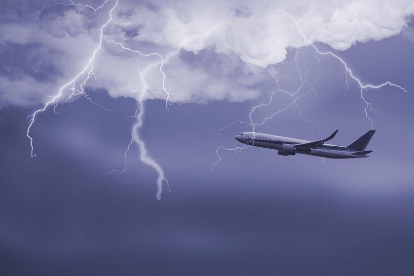 盘点近几年客机被闪电击中的惊险瞬间