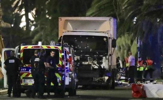 直击:法国尼斯遭遇恐怖袭击时间轴