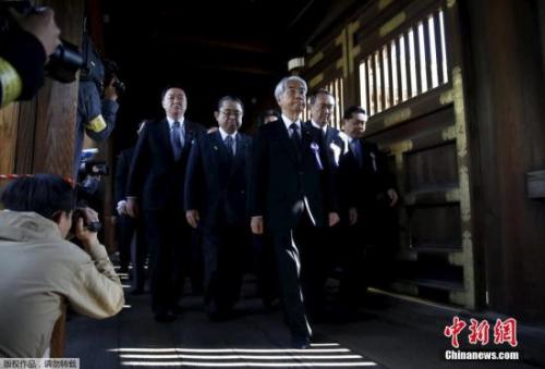安倍的权宜之计:日本战败日 不拜靖国神社