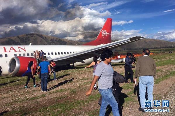 秘鲁一载141人客机起火 暂无人伤亡