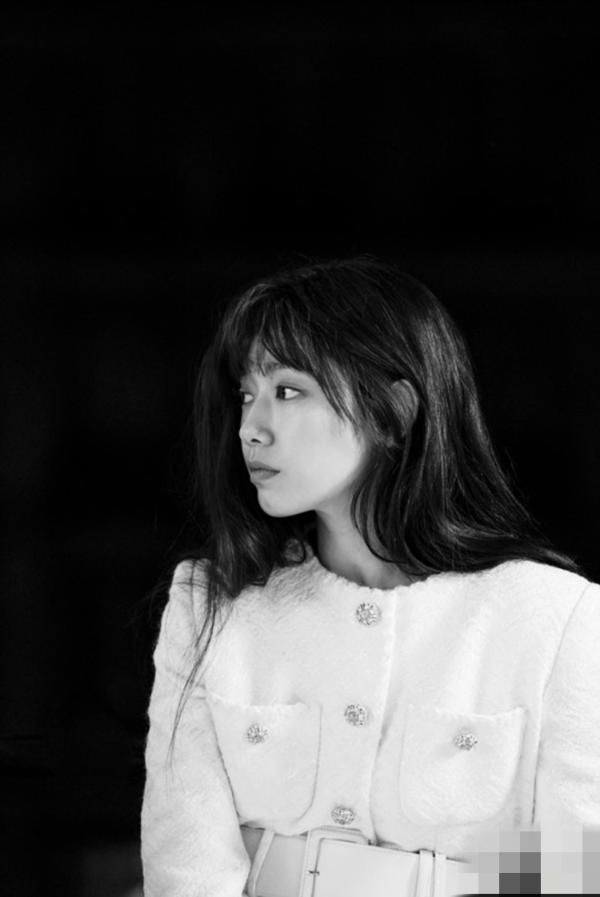 朴信惠写真巴黎公开思瑞性感穿着情趣内衣站女神被着玩拍摄花絮照玩转清纯性感图片