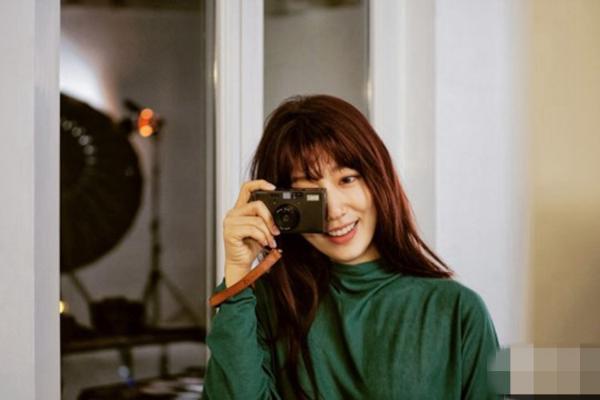 信惠公开韩国写真拍摄花絮照玩转清纯性感干奶大性感巴黎美女图片