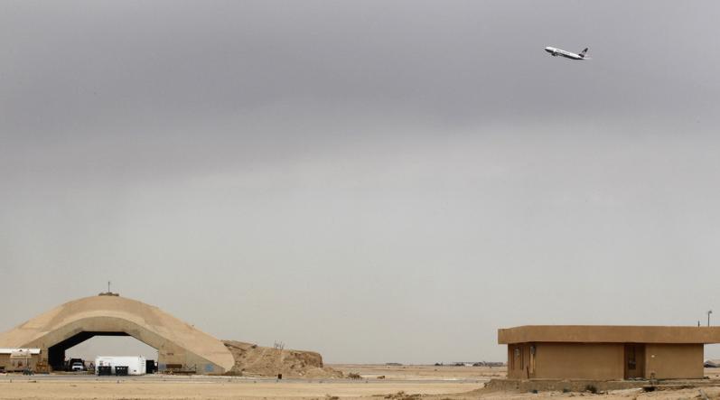 彭斯10天前访问的美军基地 突遭5枚火箭弹袭击