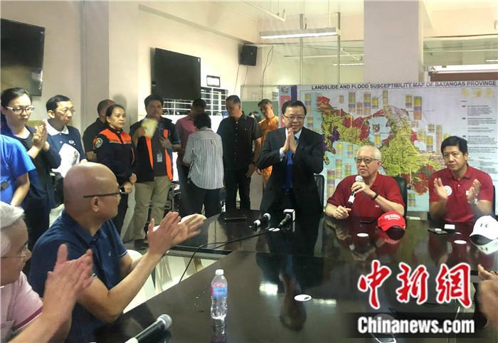 """调查赚钱网站:中国万枚口罩援菲火山重灾区 灾民高呼""""CHINA"""""""