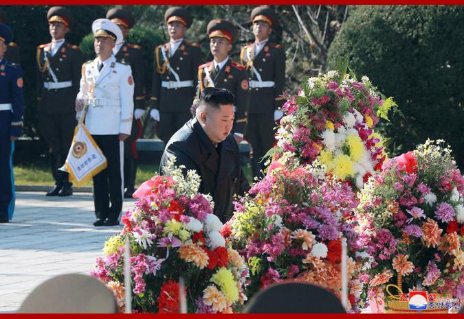 金正恩参谒志愿军烈士陵园 向毛岸英墓敬献花篮