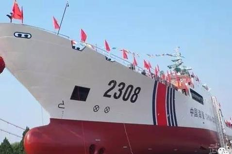 这艘中国海警船在钓鱼岛与日舰对峙