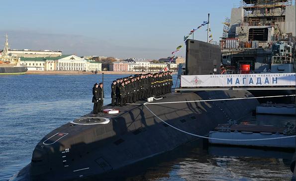 """俄罗斯海军接收""""马加丹""""号常规动力潜艇"""