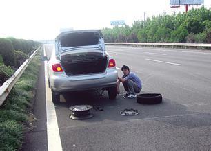 伤人伤车伤马路 盘点女司机的种种奇葩行为