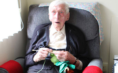澳最年长老人逝世 曾以为企鹅织毛衣闻名