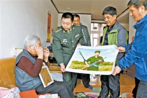儿子战死几十年后妈妈获赠画:看到你穿军装的样子