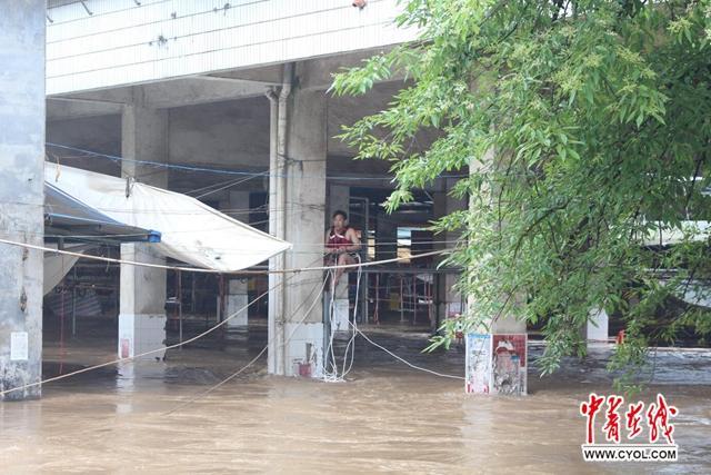 连续暴雨引发洪水致桂林多地群众被困