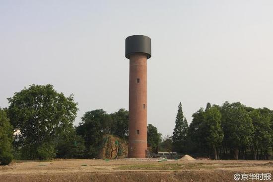 """湖北襄阳一座水塔如""""手榴弹""""遭市民吐槽"""