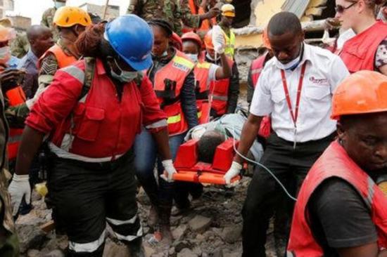 生命奇迹:怀孕8月女子被埋倒塌大楼6天后获救