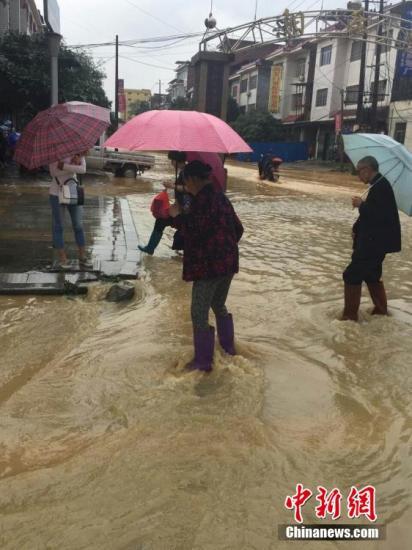 江南华南4省遭洪涝风雹灾害 2人死近14万人受灾