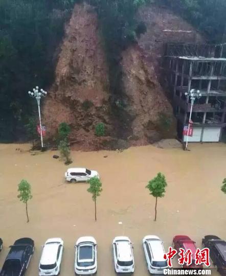 福建政和强降雨全城内涝 降雨将持续