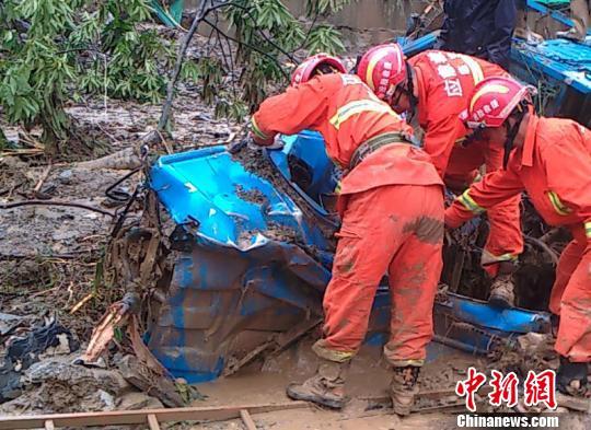 浙江临安突发泥石流85间民房进水 警方紧急救援